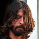 Dave Grohl Musisi Rock Multi-Instrumentalis